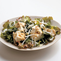 焼き肉屋さんの豆腐サラダ