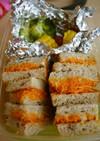 にんじんとフムスのサンドイッチ