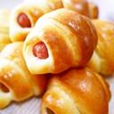 卵と牛乳♪簡単成形☆ミニウインナーパン