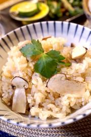 秋の香*簡単美味しい♡絶品料亭の松茸ご飯の写真