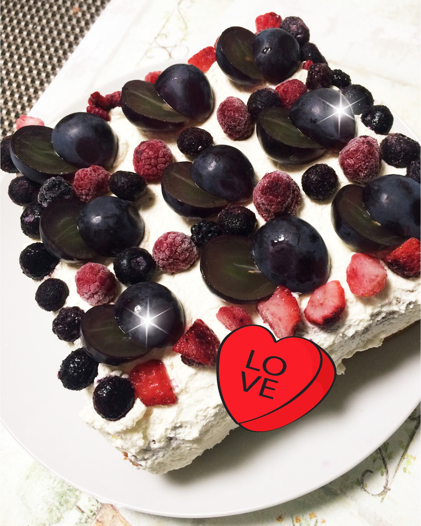 巨峰とミックスベリーのケーキ