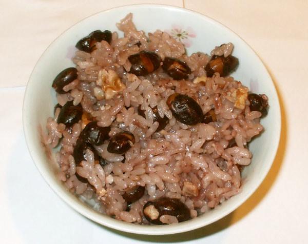 黒豆ご飯♪簡単時短!煮る手間なし炊飯器で