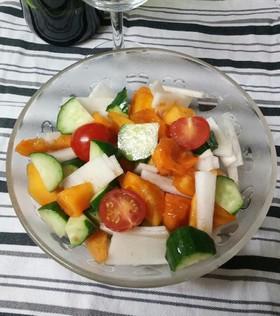柿と色とりどりのサラダ