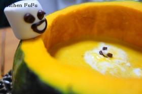 かぼちゃのスープにお化けマシュマロさん