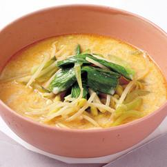 チンゲンサイのピリ辛豆乳スープ