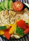 秋鮭ハーブ焼きバランスお弁当。