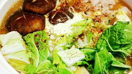 ★白菜と豚肉の味噌バター鍋★