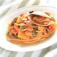 魚介と野菜のトマトクリームパスタ