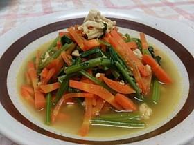 ほうれん草・人参・鶏挽肉のカレースープ