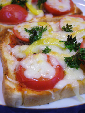 甘酸っぱい塩トマトのピザトースト♪