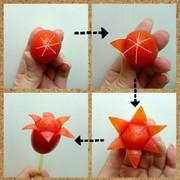 ミニトマトで作る簡単お花の飾り切りの写真