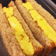 素朴な味のふわふわオムレツサンドイッチ