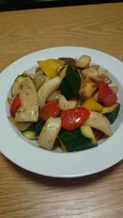 創味シャンタンでイカと野菜の炒め物の写真