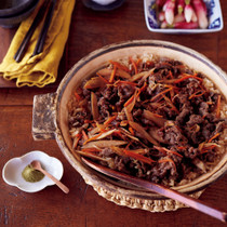 牛肉とごぼうの土鍋ご飯