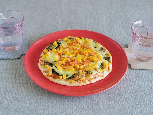 桜えびと新たまねぎのピザ