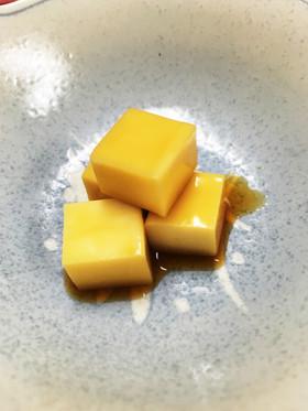 簡単激ウマつまみ:チーズのニンニク醤油漬