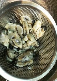 チューブ牡蠣の水を飛ばさず下拵えまで。