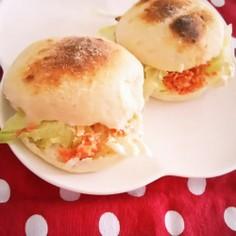 鮭フレークで簡単☆鮭レタスサンドイッチ