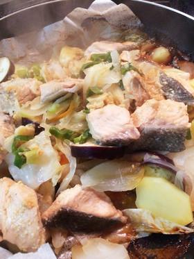 鮭と野菜たっぷりのちゃんちゃん焼き風♪