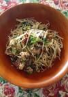 簡単3分おかず!ピリ辛鯖とモヤシの炒め物