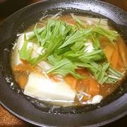 生姜たっぷりで温まる野菜たっぷり湯豆腐の写真