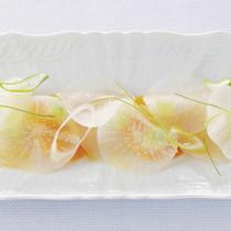 帆立貝とミモレットのサラダ仕立て