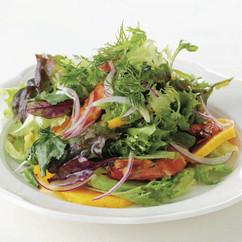 えびとマンゴー、アボカドのサラダ