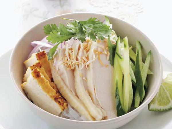 鶏ときゅうりのライスヌードルサラダフミコ風