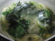 小松菜と長ねぎとわかめの味噌汁の写真