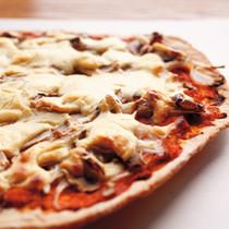 玉ねぎとマッシュルームのピザ