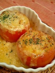 ヤケド注意!熱々トマトカップグラタンの写真