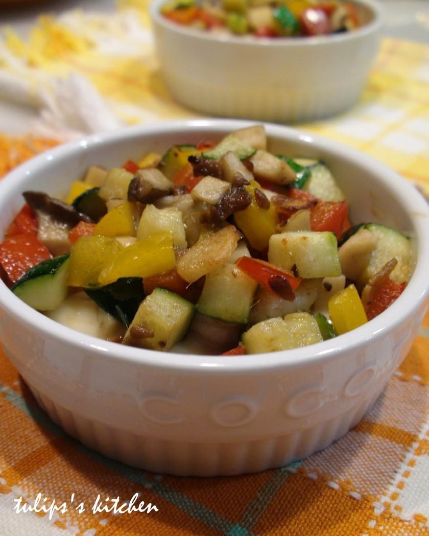 アンチョビとカラフル野菜のココットカマン