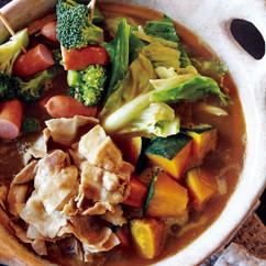 豚バラとソーセージ、かぼちゃのカレー鍋