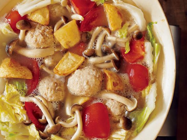 香港風揚げじゃがとトマトの鶏白湯鍋
