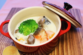 鮭とブロッコリーのクリームシチュー