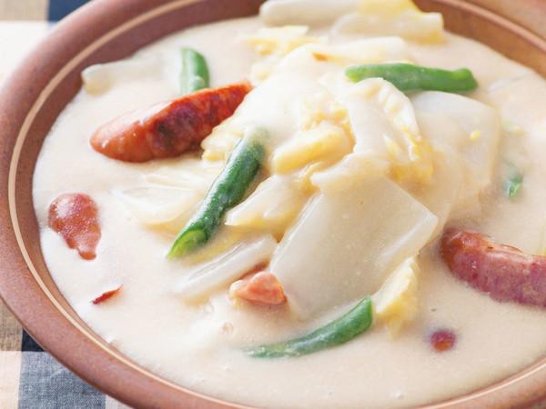 ソーセージと白菜の豆乳スープ煮