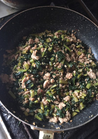 冷凍した大根葉と挽肉で作る炒め煮おかず