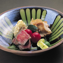 特製ポテトサラダ(左奥)