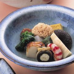 京風お煮しめ(高野豆腐、どんこ椎茸、蓬麩、かまぼこ)