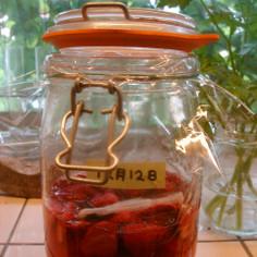 色と香りを楽しむ いちごの酵素液