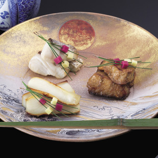 真魚鰹の西京焼き(写真手前)