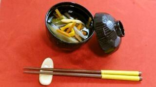 薬膳レシピ:金針菜とセロリのスープ
