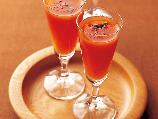 トマトの冷たいデザートスープ