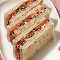 黒オリーブとツナのサンドイッチ