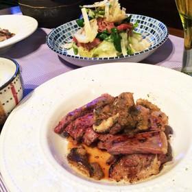 牛ロースステーキ 大葉と椎茸のソース