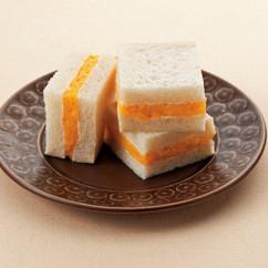 黄桃クリームサンド