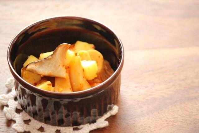 エリンギとキムチのチーズ和え