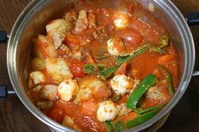 簡単!トマト缶で煮込む、トマト鍋!