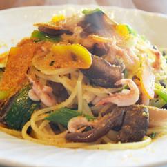 スパゲッティーニ 桜海老とキクラゲ 九条ねぎのペペロンチーノカラスミ添え