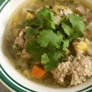 パクチー肉団子入り野菜スープの写真